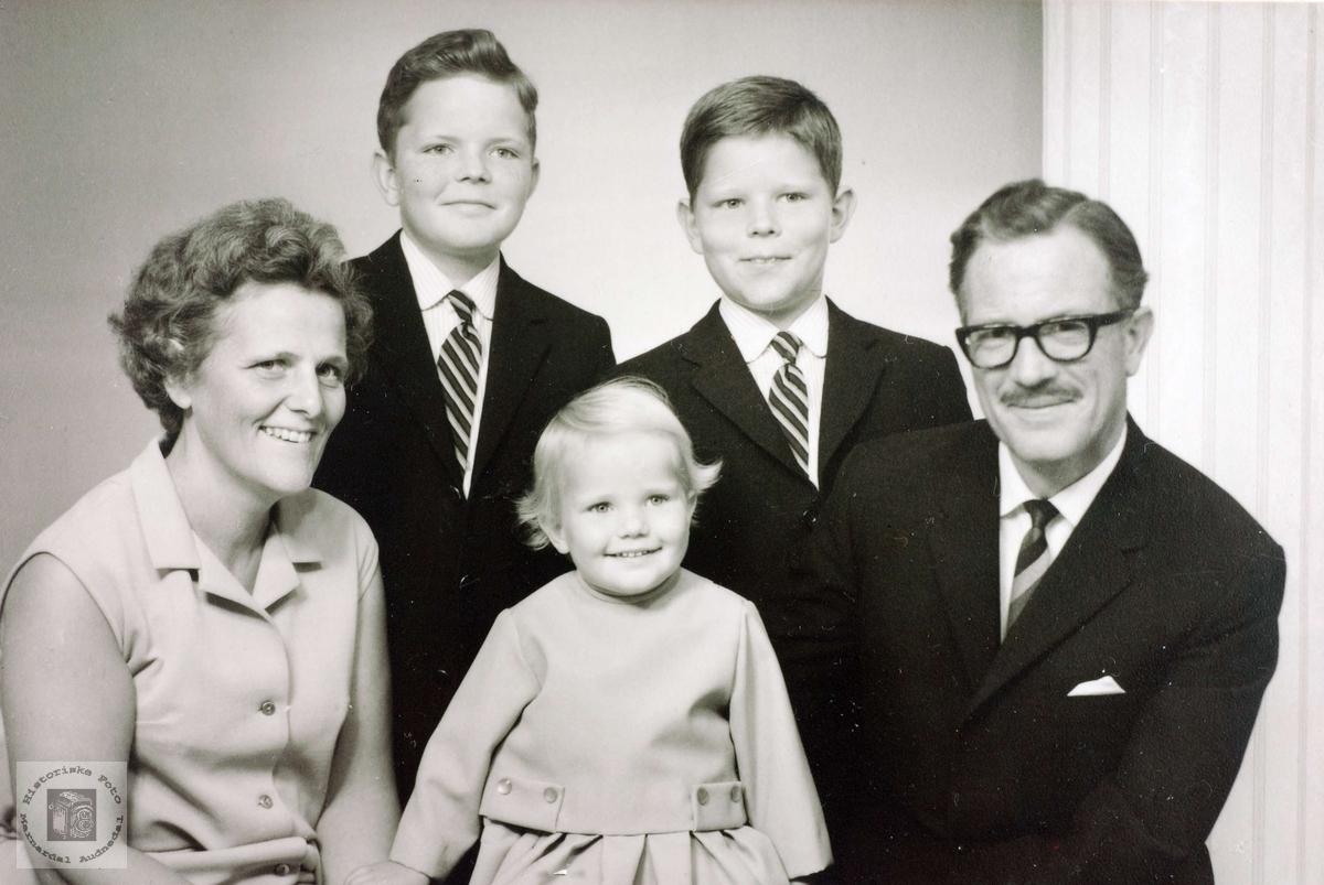 Bilde av familien Iveland. Med røtter i Konsmo Audnedal.