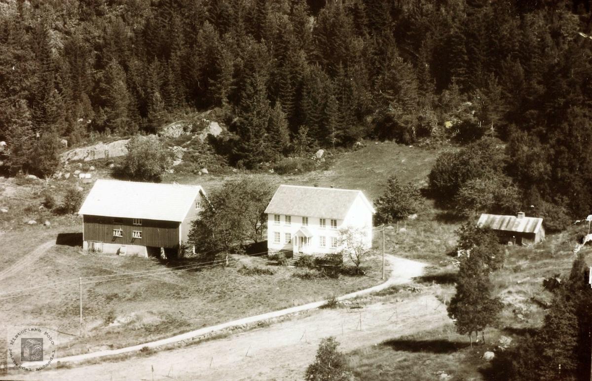 Heimen til familien Sveindal på Vårdal. Grindheim.