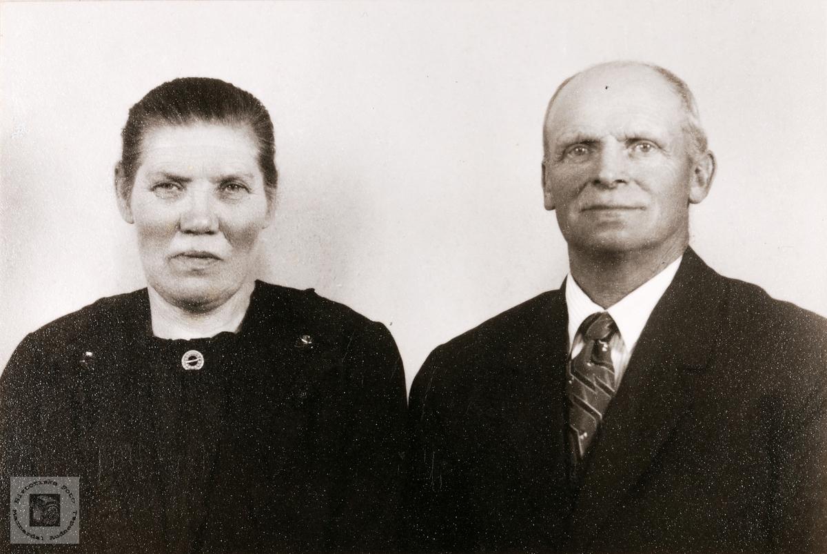 Portrett av ekteparet Berthe og Torkel Flåt. Bjelland Audnedal.