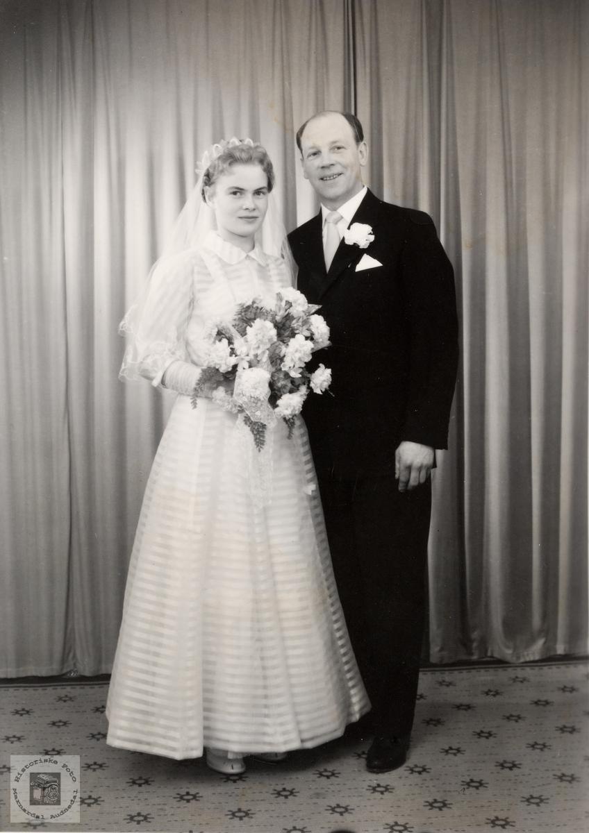 Portrett av brudeparet Inger og Oskar Helle. Konsmo.
