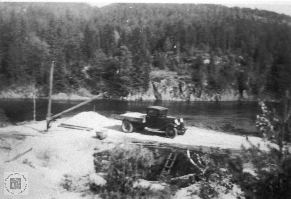 Gammel lastebil å på Bjelland.