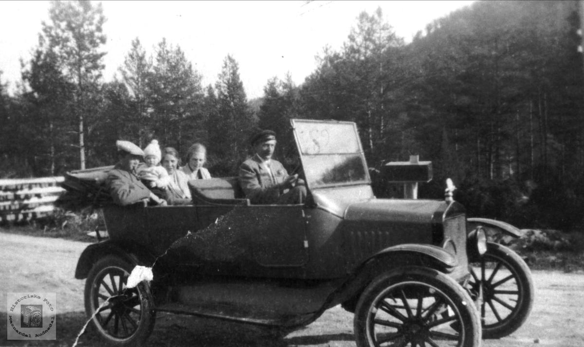 Søren B. Homme med Ford T ca 1925 modell.
