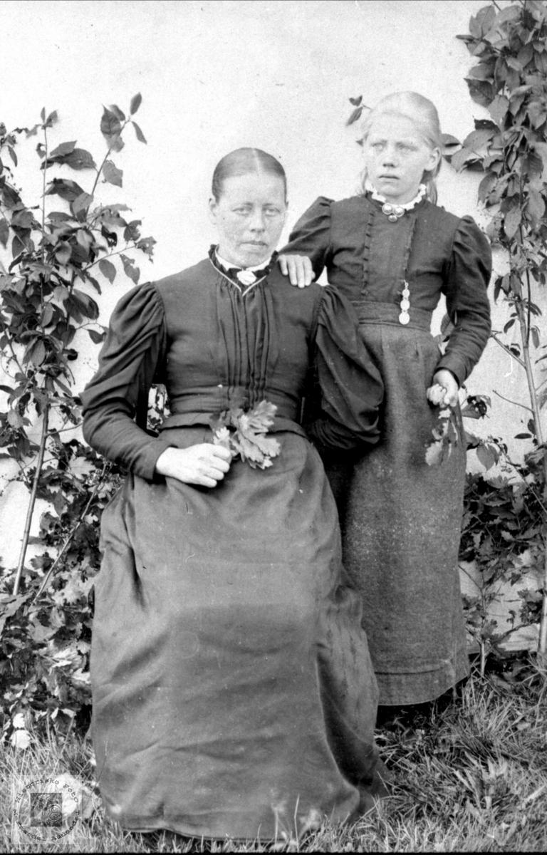 Portrett av Eli Haugland og Ingeborg Haugland g. Lauvås.