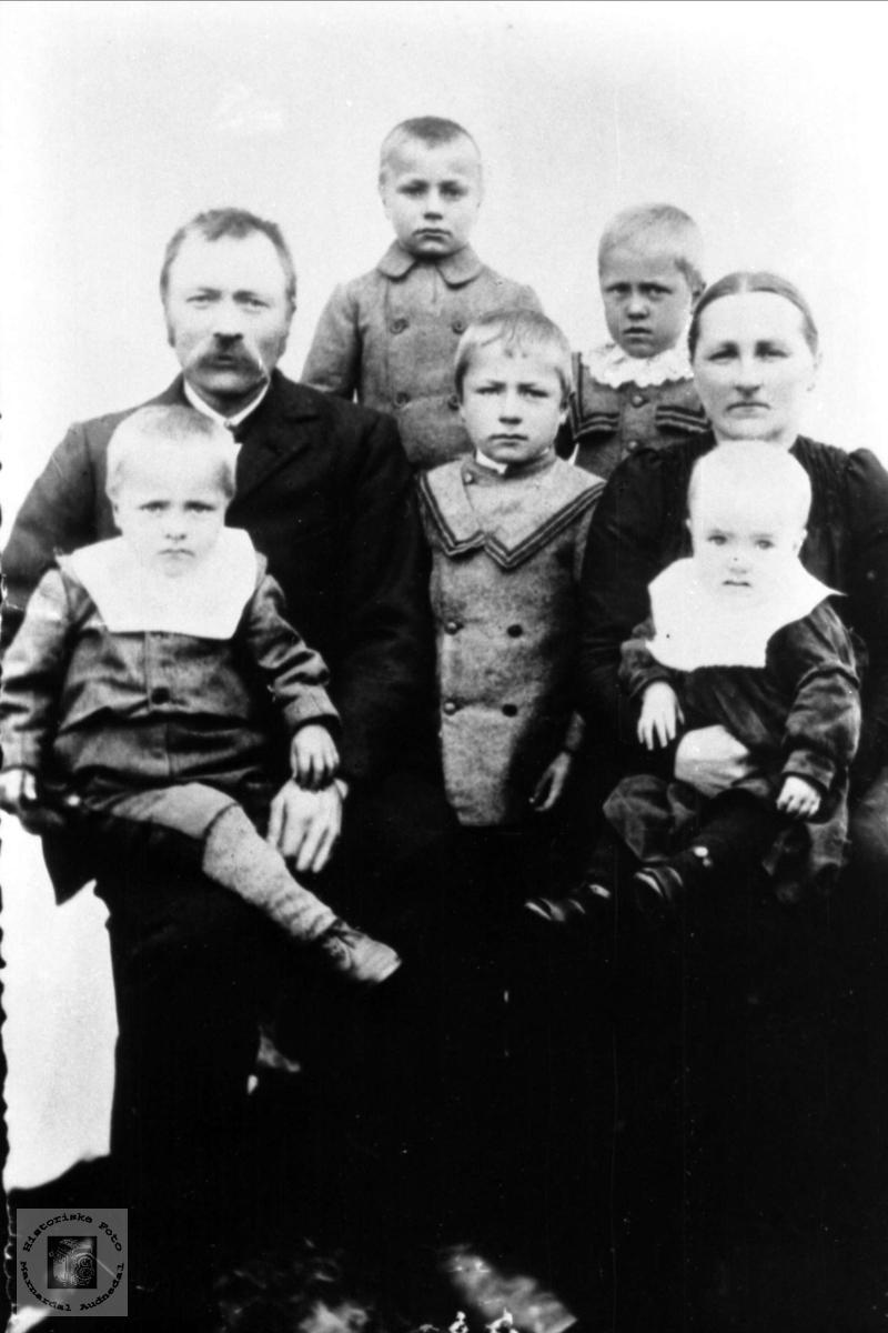 Familie på Moland i Bjelland.