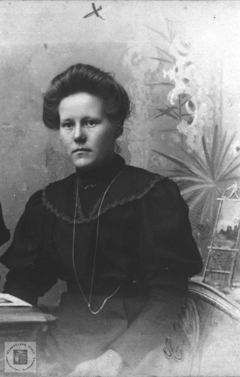Portrett av Gunhild Strædet, Laudal.