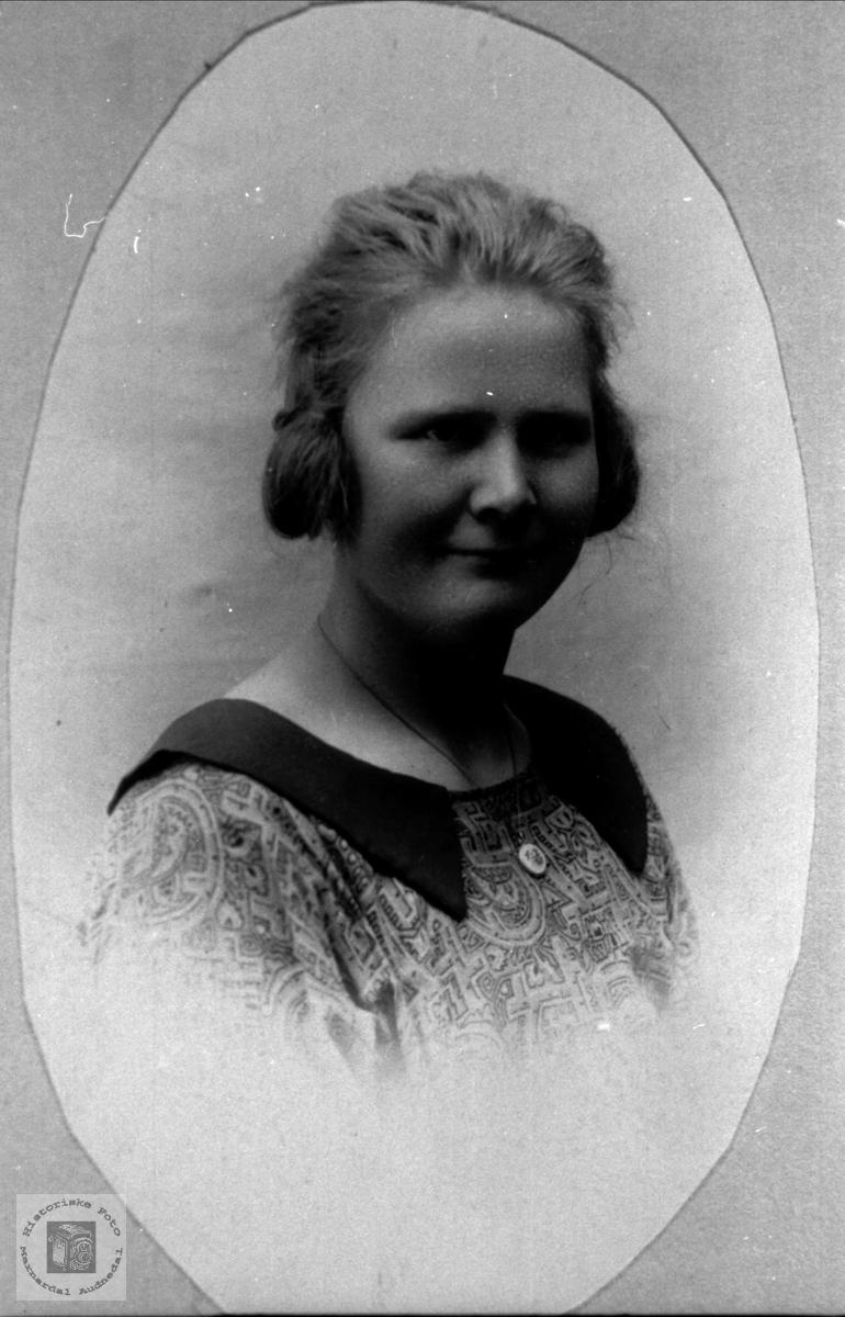 Portrett av Tora Tisland, Laudal.