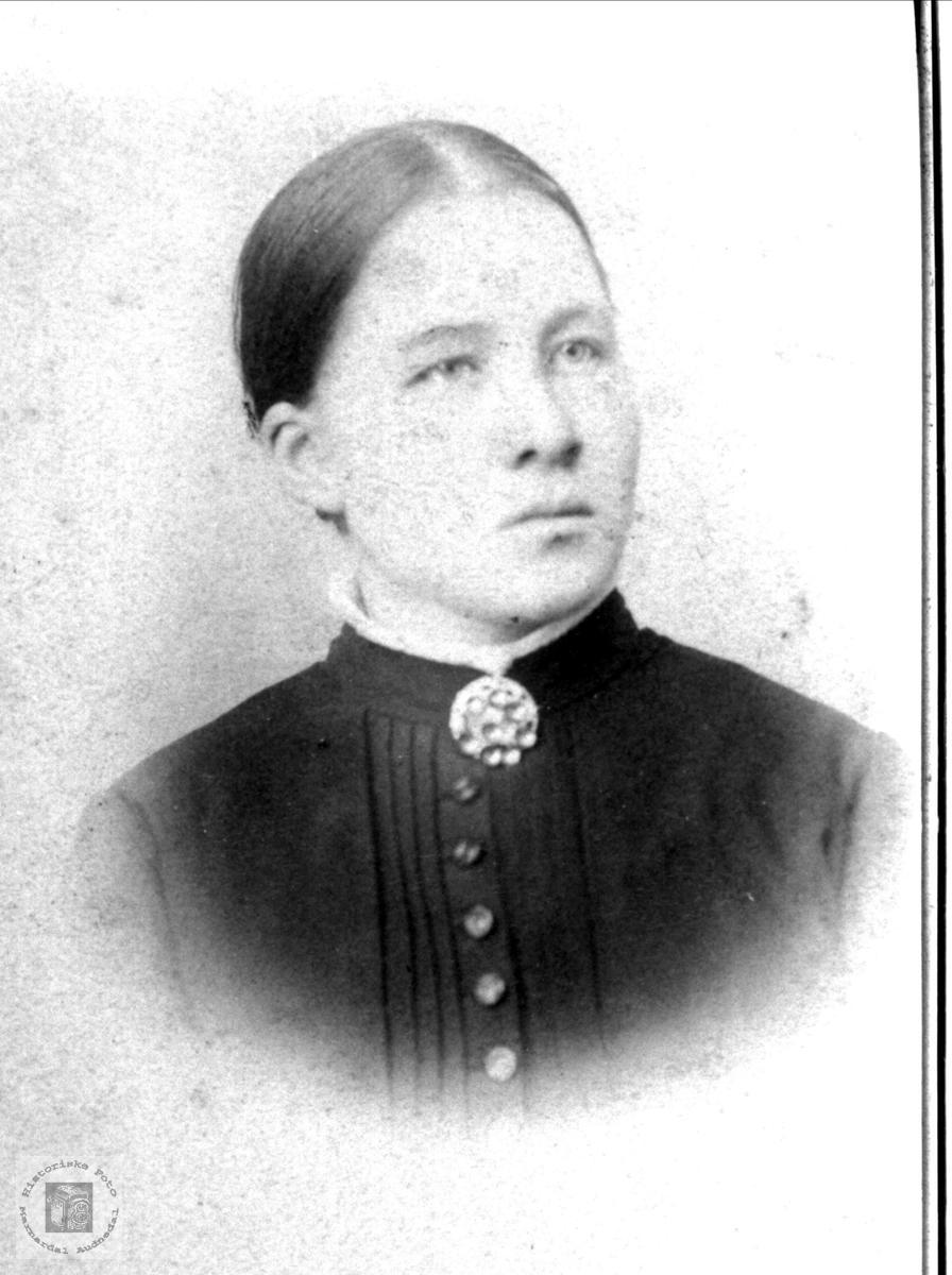 Portrett av Gunhild Fidjestøl, Øyslebø.