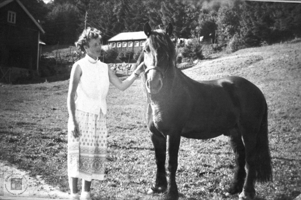 "Ramona Fidje og ""Marnarruggen"" Laudal."