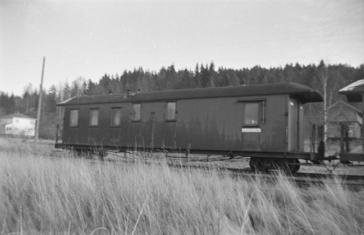 Hensatte personvogner på Skulerud stasjon kort tid før flytting til museumsbanen på Sørumsand.