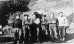 Gruppebilde av arbeidere på Koppangsveien. Fra venstre Hans