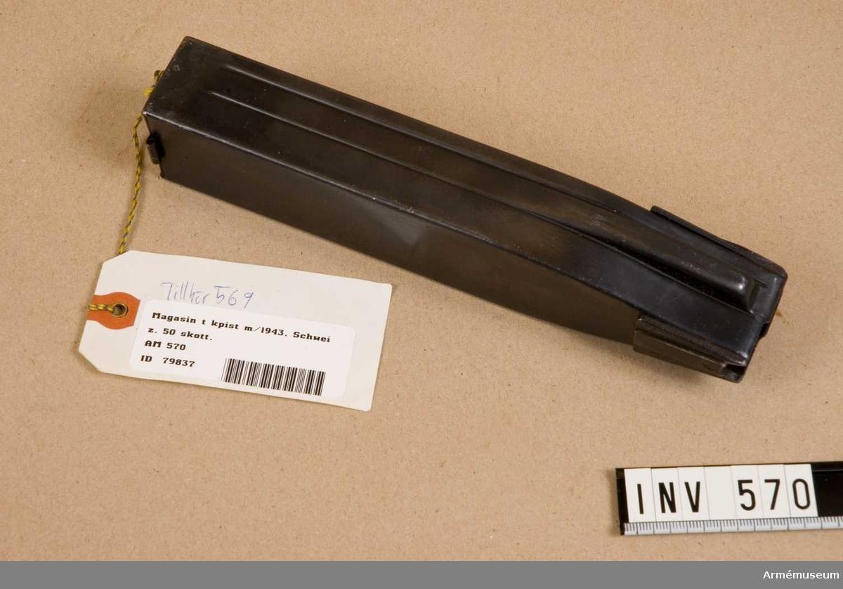 Samhörande nr är 511-599, 700-701 (569-572).  Schweizisk gåva.