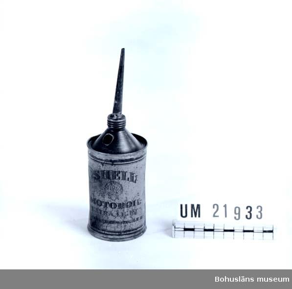 """594 Landskap BOHUSLÄN 394 Landskap SKÅNE  Text på baksidan: """"För smörjning av : magneter elektriska motorer dammsugare  separatorer etc."""".     UMFF 64:9"""