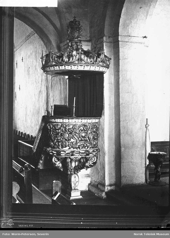 Ringsaker kirke, interiør sett mot altertavlen