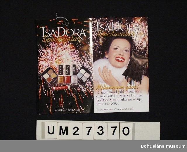 """Fyrsidigt reklamblad i fyrfärg  för kosmetika av märket Isadora. Text i broschyren bl a:  """"Isadora Spectacular Millennium gåva! Fira det nya årtusendet med glitter och skimmer! Välj mellan härligt varma guldtoner eller krispiga diamantnyanser.""""  För information om Millennieinsamlingen, se UM27360."""