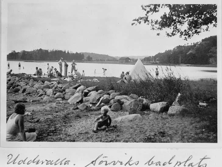 """Text på kortet: """"Uddevalla. Sörviks badplats""""."""
