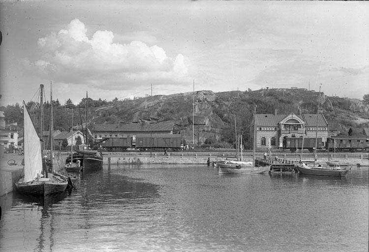 """Enligt AB Flygtrafik Bengtsfors: """"Strömstad s. hamnen o station Bohuslän""""."""