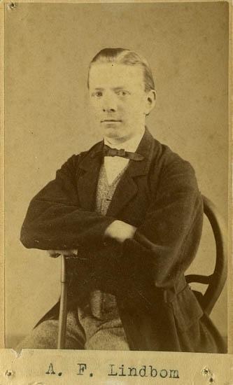 """Text på kortets baksida: """"Handelsföreståndaren Anders Fredrik Lindbom""""."""