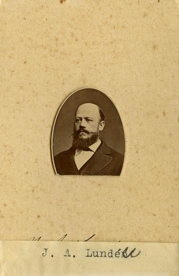 "Text på kortets baksida: ""J. A. Lunden""."