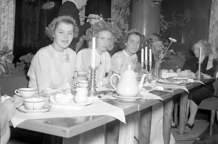 """Enligt notering: """"Luciafirandet Dec 1949""""."""