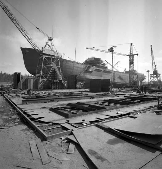 """Enligt notering: """"Båt färdig för sjösättning april -58""""."""