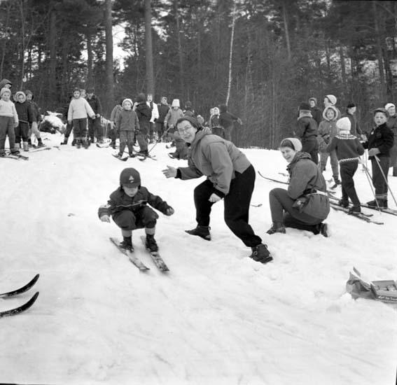 På skidskolan vintern 1959, troligen i Uddevalla
