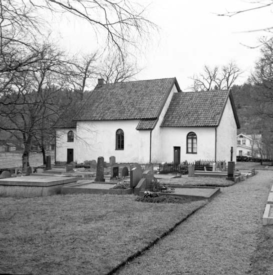 """Enligt notering: """"Resteröds kyrkogård 7/4 -59""""."""