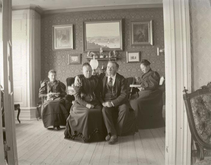 Far, Mor,Tant B, Mary i Arfhilds rum.