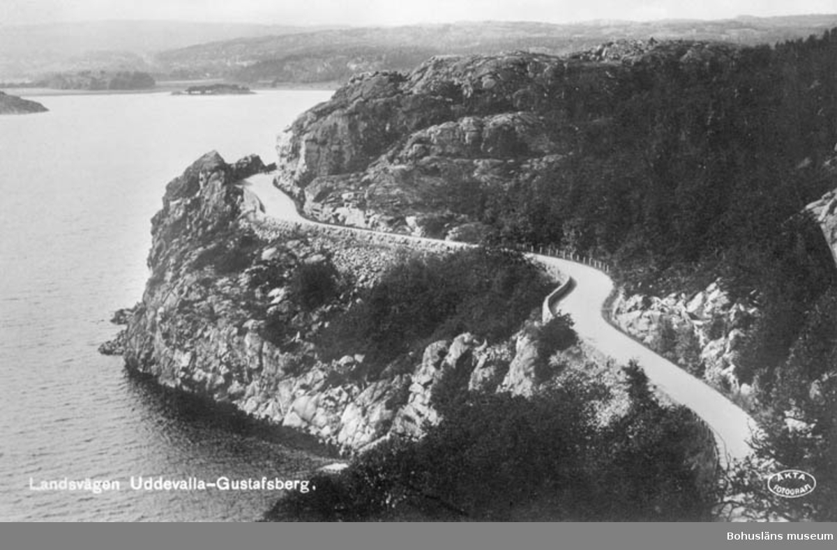 """Text på bilden: """"Landsvägen Uddevalla-Gustavsberg"""""""