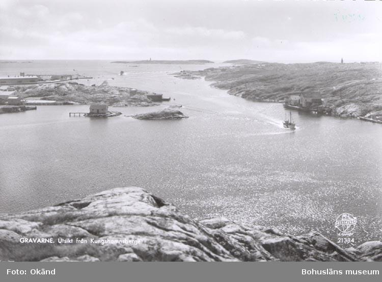 """Tryckt text på kortet: """"GRAVARNE. Utsikt från Kungshamnsberget""""."""