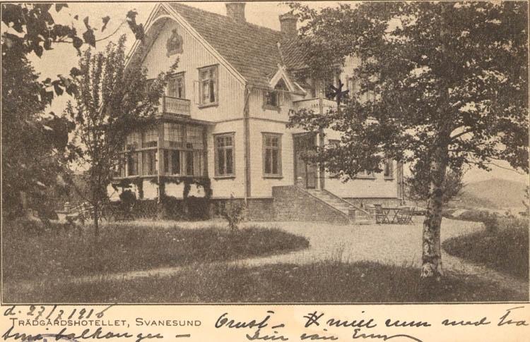 """Tryckt text på kortet: """"Trädgårdshotellet, Svanesund.""""  Noterat på kortet: """"d. 27/7 1916."""""""