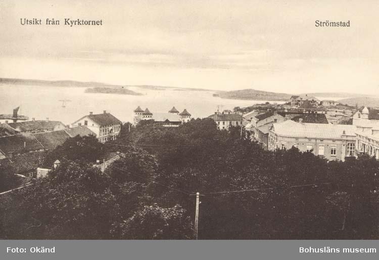 """Tryckt text på kortet: """"Utsikt från Kyrktornet, Strömstad.""""  """"Foto & förlag: K. F. Karlsson, Mellerud."""""""