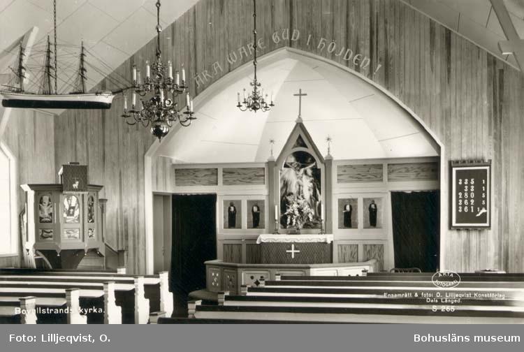 """Tryckt text på kortet: """"Bovallstrands kyrka."""" """"Förlag: Holgers, Bovallstrand."""""""