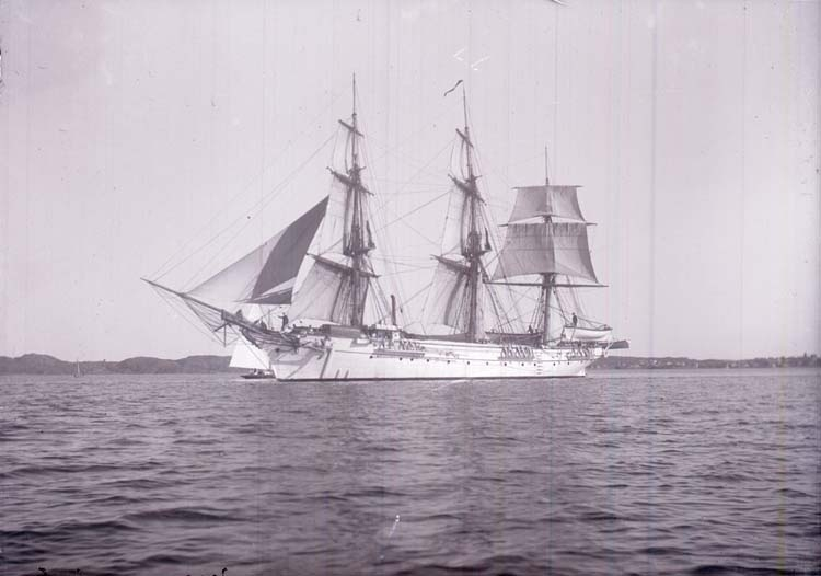 """Övningsskeppet """"Jarramas"""" på Gullmaren i augusti 1911"""