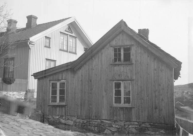 """Enligt text som medföljde bilden: """"Fiskebäckskil. L.V:s Fiskarstuga Mars 1907."""""""