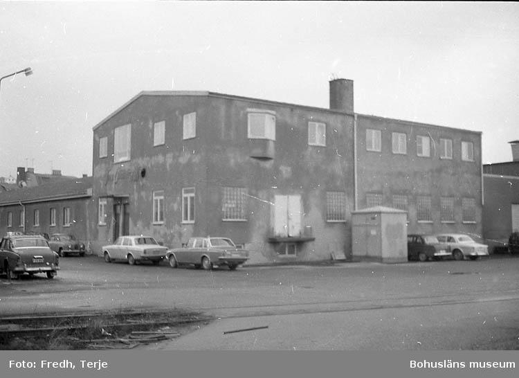 """Enligt fotografens notering: """"Olika fabriksbyggnader i Lysekil. Johan Öhnbergs""""."""