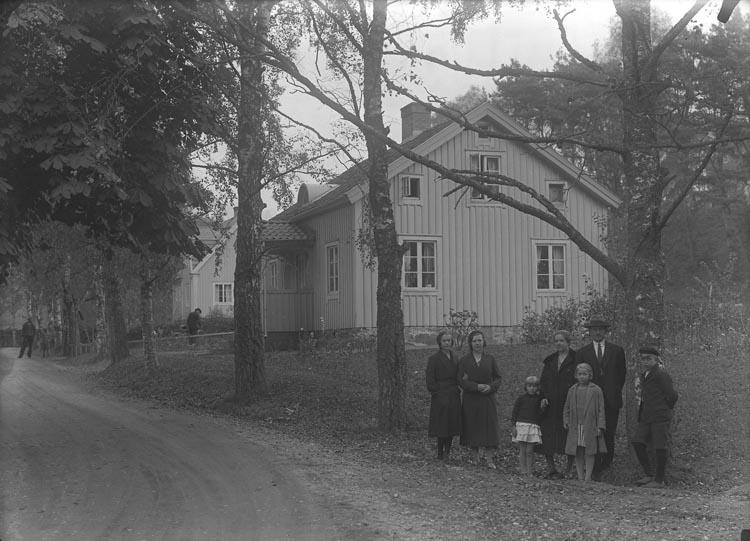 """Enligt fotografens noteringar: """"Tången, Olssons familj."""""""