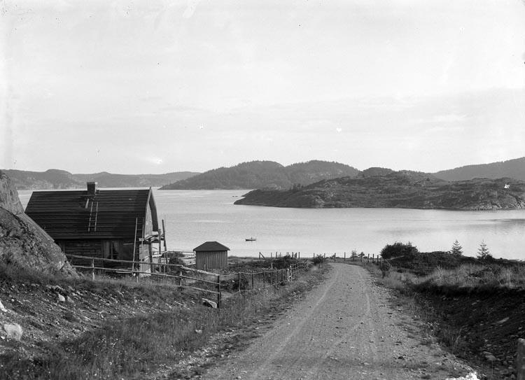 """Enligt fotografens noteringar: """"Gårvik omkring år 1926."""""""