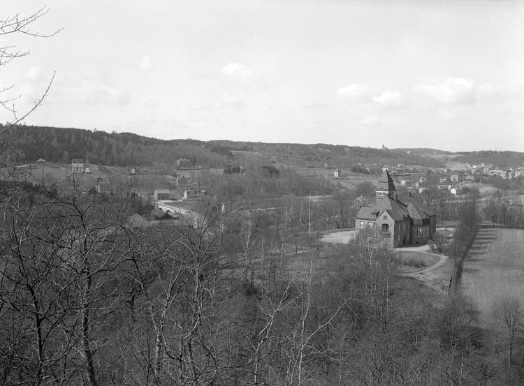 """Text som medföljde bilden: """"1938. 7. Tingshuset från Stigen med Kvistrum i bakgrunden."""""""