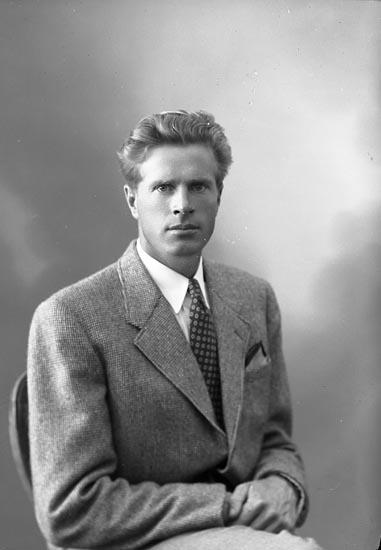 "Enligt fotografens journal nr 7 1944-1950: ""Andersson, Herr Knut""."