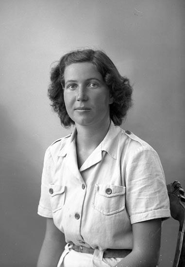 "Enligt fotografens journal nr 7 1944-1950: ""Axelsson, Fr. Elsa""."