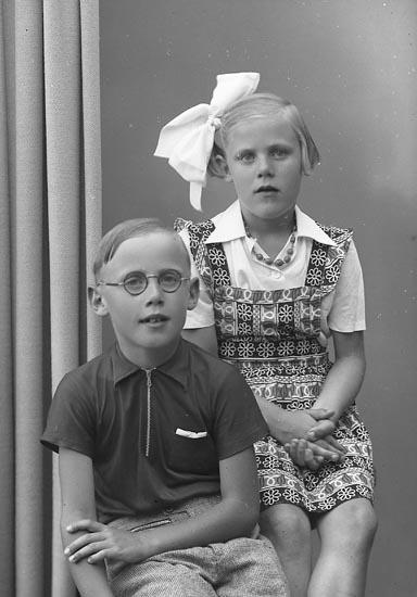 "Enligt fotografens journal nr 7 1944-1950: ""Andersson, Lennart o Margareta""."