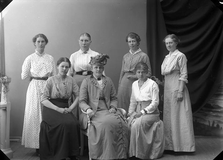 """Enligt fotografens journal nr 2 1909-1915: """"Ceverius, Fröken Spekeröd""""."""