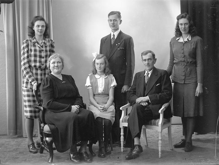 "Enligt fotografens journal nr 7 1944-1950: ""Andreasson, Herr Birger Ödsmål""."