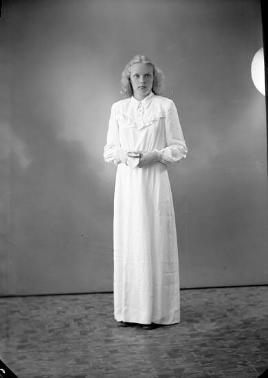 "Enligt fotografens journal nr 7 1944-1950: ""Johansson, Ann-Britt Apleröd, Ödsmål""."