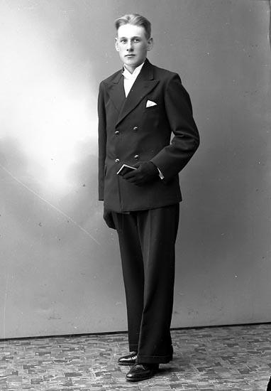 """Enligt fotografens journal nr 6 1930-1943: """"Andreasson, Harry Kåkenäs Här""""."""