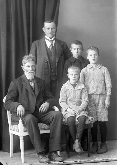 """Enligt fotografens journal nr 3 1916-1917: """"Johansson, P. M. Solhem Här""""."""