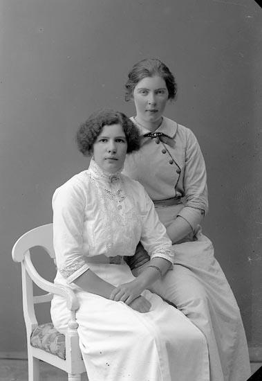 """Enligt fotografens journal nr 2 1909-1915: """"Thorsson, Anna Houg, Ödsmål""""."""