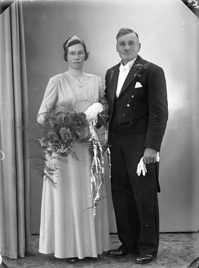 """Enligt fotografens journal nr 7 1944-1950: """"Karlsson, Herr Lars Ransäter Jörlanda""""."""