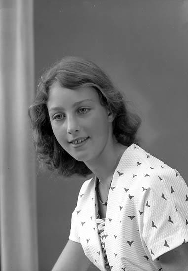 "Enligt fotografens journal nr 8 1951-1957: ""Geijer, Fr. Christina, Hertig Filipsg. 5 B Filipstad""."