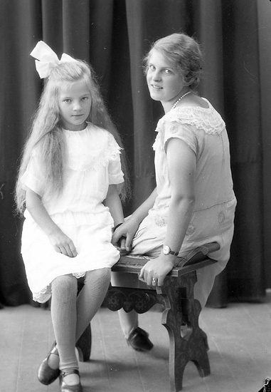 """Enligt fotografens journal nr 5 1923-1929: """"Karlsson, Disa Nösnäs, Här""""."""